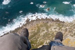 man-on-cliff-edge_93115599_514x343